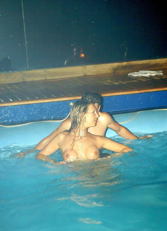 Вечеринка в бассейне (27 фото) НЮ