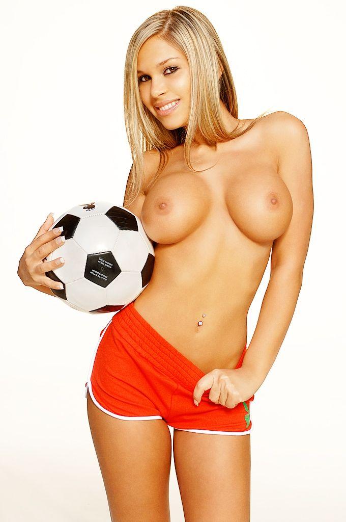 Футболисты на курортах фото тот