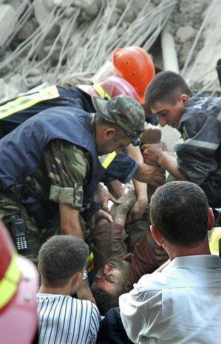 В Баку рухнула новостройка (13 фото)