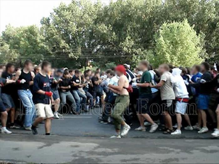 Массовая драка фанатов в Ростове (17 фото)