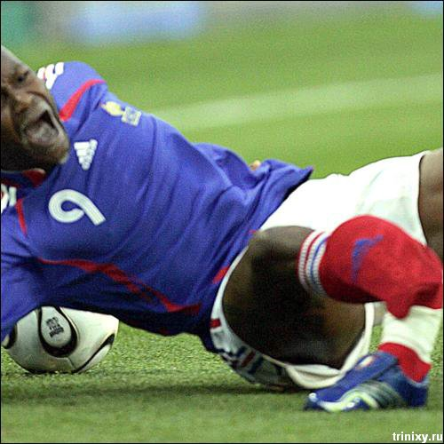 Жесть. Самые жестокие футбольные переломы (10 фото)
