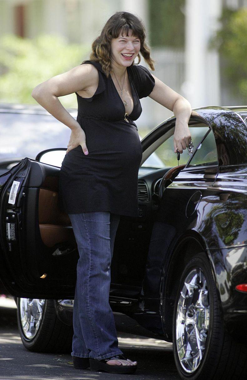 Беременная Мила Йовович (12 Фото)