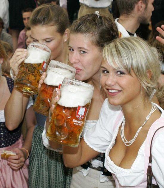 Девушки с фестиваля пива (26 фото)