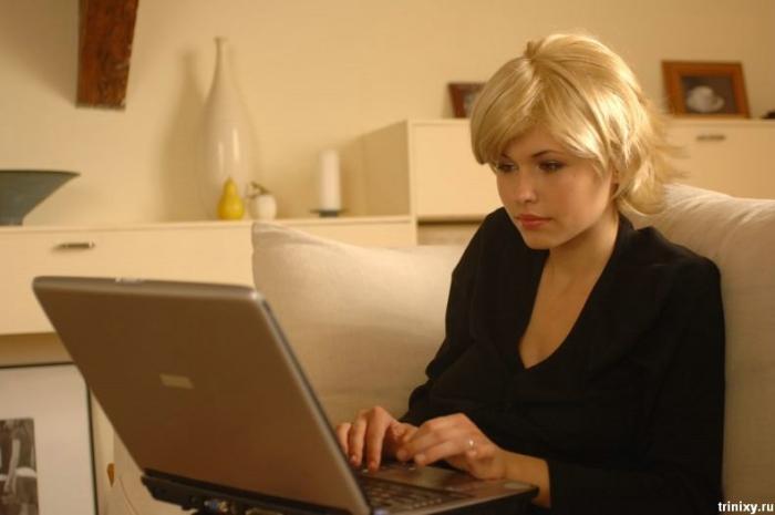 Девушка и ноутбук (18 фото) НЮ