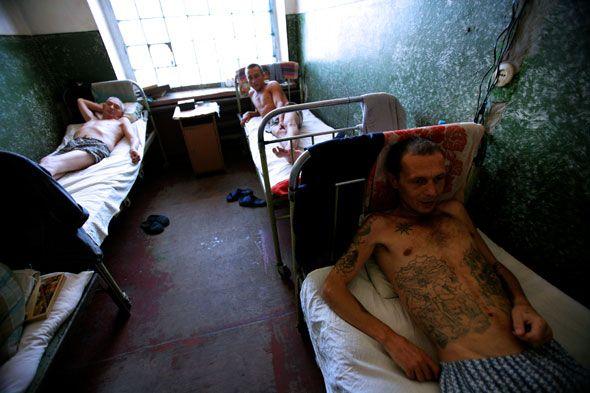 Украина: Бедность, Наркомания, СПИД (63 фото)