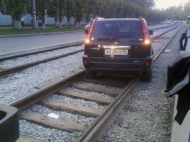 Почему джип не трамвай? (4 фото)