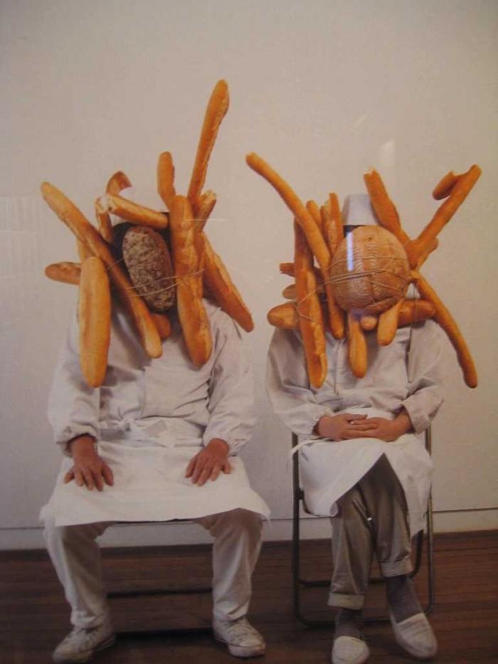 Сумасшедший креатив с хлебом (9 фото)