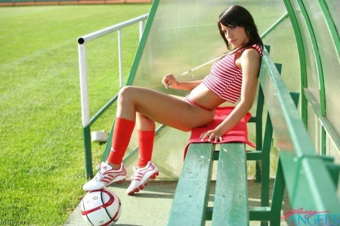 Футбольная фанатка (13 фото) НЮ