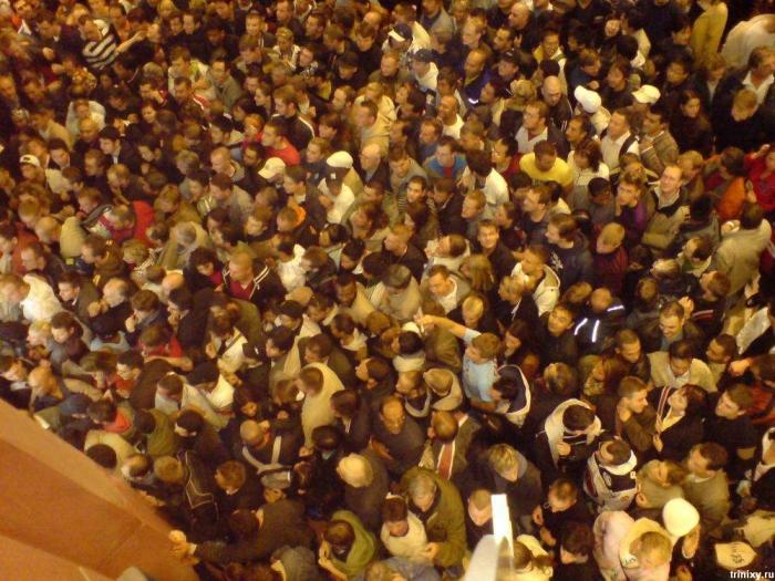 Толпа в Берлине на открытии нового Media Markt (13 фото + видео)