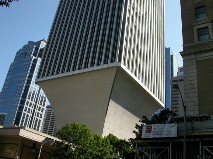Нелепые здания (15 фото)