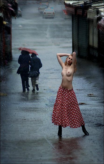 Люблю девушек под дождем, а вы? (3 фото)