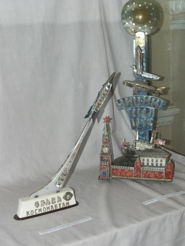Советские макеты из перочинных ножей.