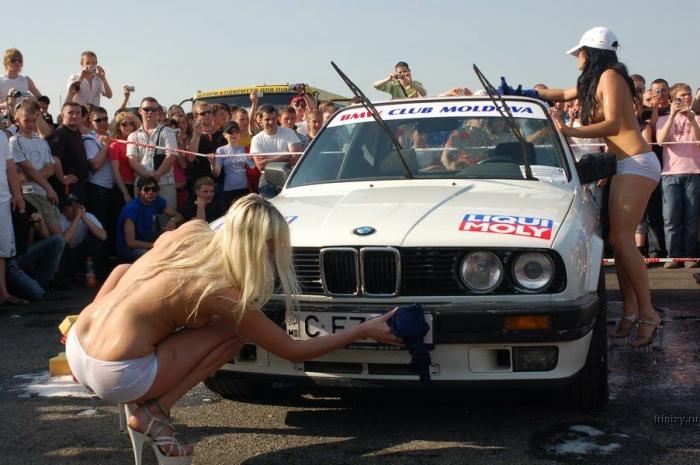 Топлесс-автомойка на слете BMW (10 фото) НЮ