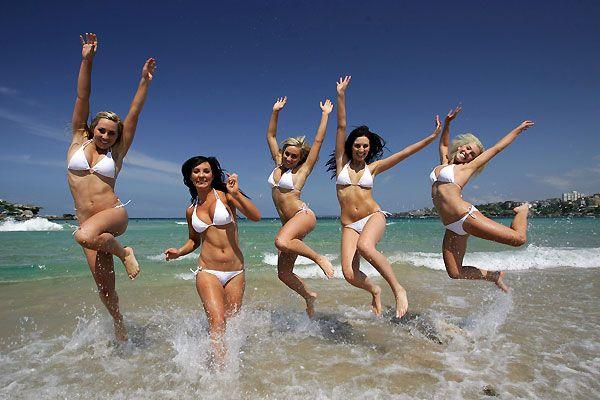 1000 и 10 бикини на одном пляже (20 фото)