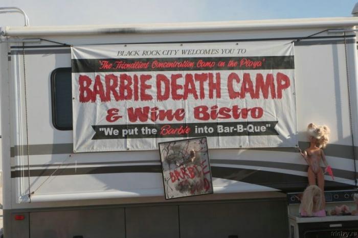 Лагерь смертников для Барби (32 фото)