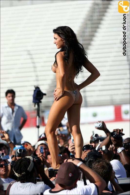 Девушки в бикини (40 фото)