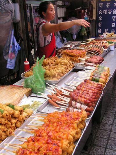 Как выглядит жаренная картошка с сосиской в Сеуле (3 фото)