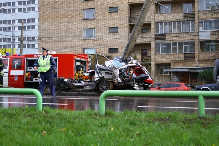 Вчерашняя летальная авария в Москве. Не для слабонервных (6 фото)