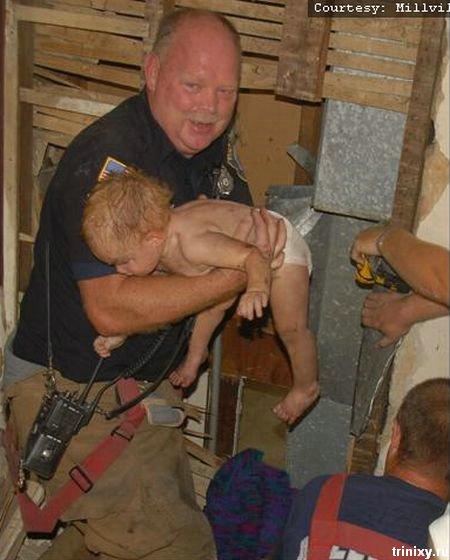 Спасение ребенка. Классные фотографии (7 фото)