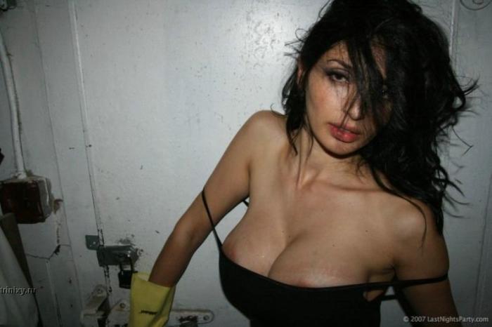 Девушки в клубах (32 фото)