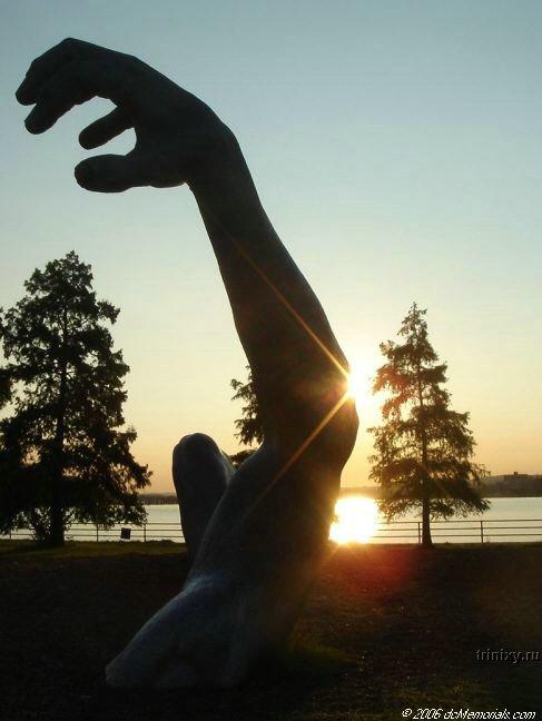 """Удивительная статуя """"Пробуждение"""" (8 фото)"""