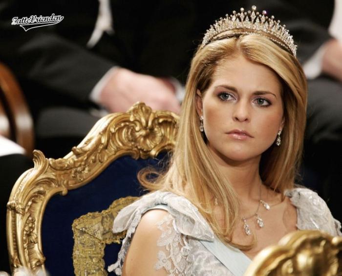 Королевское декольте (4 фото)