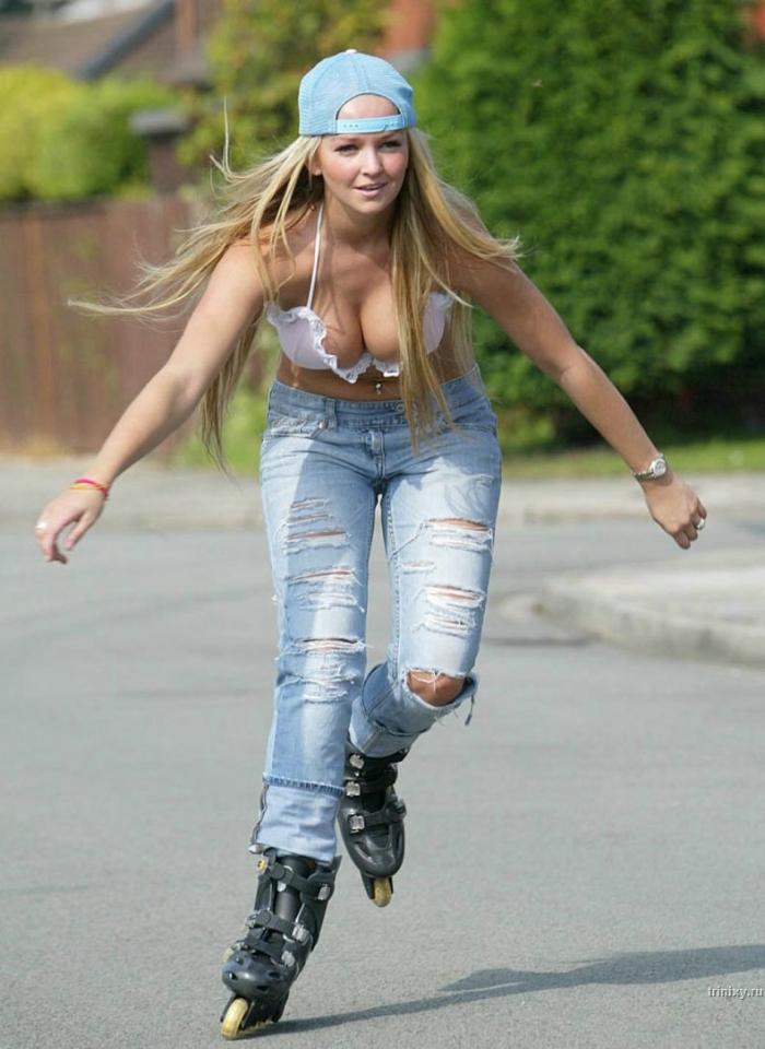 Симпатичная девушка на роликах (6 фото)