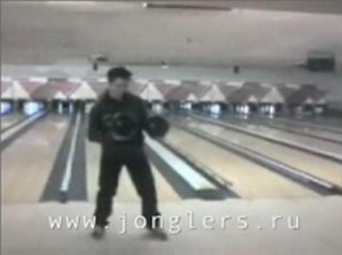 """""""Виртуозы"""" жонглирования (2 видео)"""