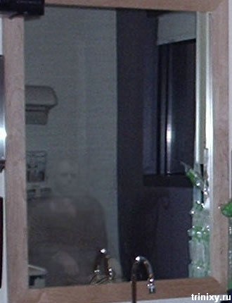 Очередной призрак (2 фото)