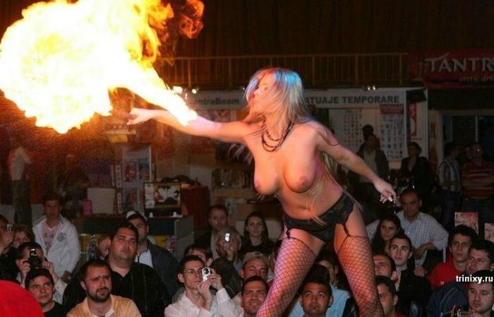 Девушка зажигает (12 фото) НЮ