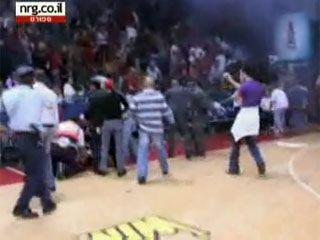 Жесть. Трагедия на баскетбольном паркете (5 фото)