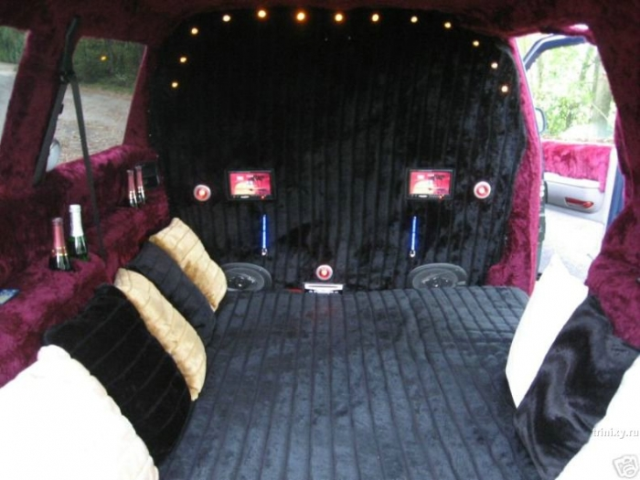Бордель на колесах (10 фото)