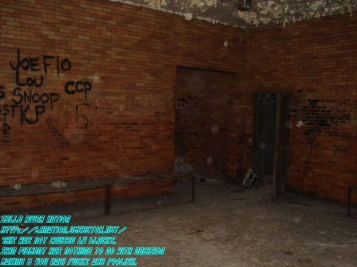 Покинутый полицейский участок (35 фото)