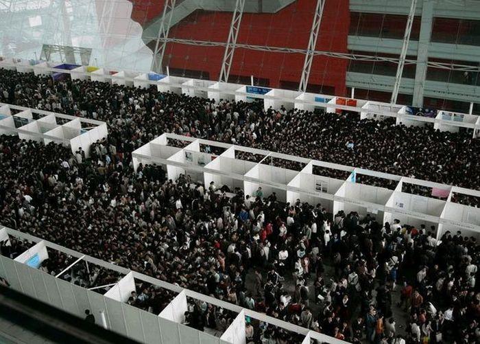 Я в шоке. Биржа труда в Китае (4 фото)