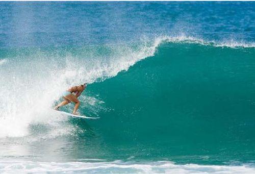 Удивительная серфингистка Bethany Hamilton (27 фото)