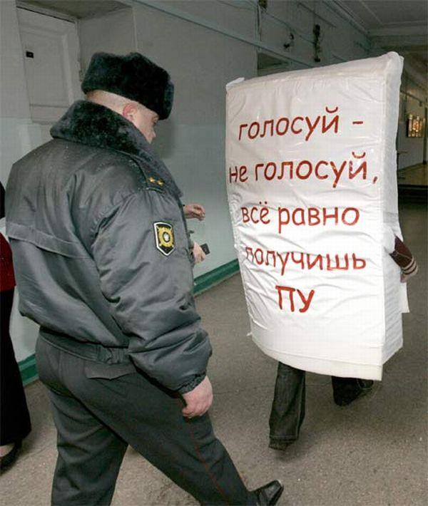 Человек-бюллетень в Питере (6 фото)