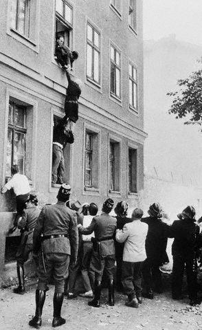 Берлинская стена (11 фото + текст)