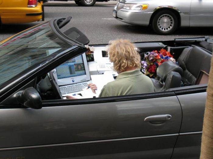 Отличный мобильный офис на Бродвее (3 фото)