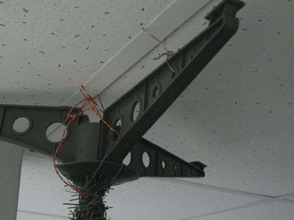 Елка на потолке (31 фото)