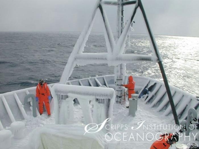 Замерзшие корабли (34 фото)