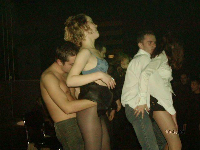 Клубные стриптизы (48 фото) НЮ