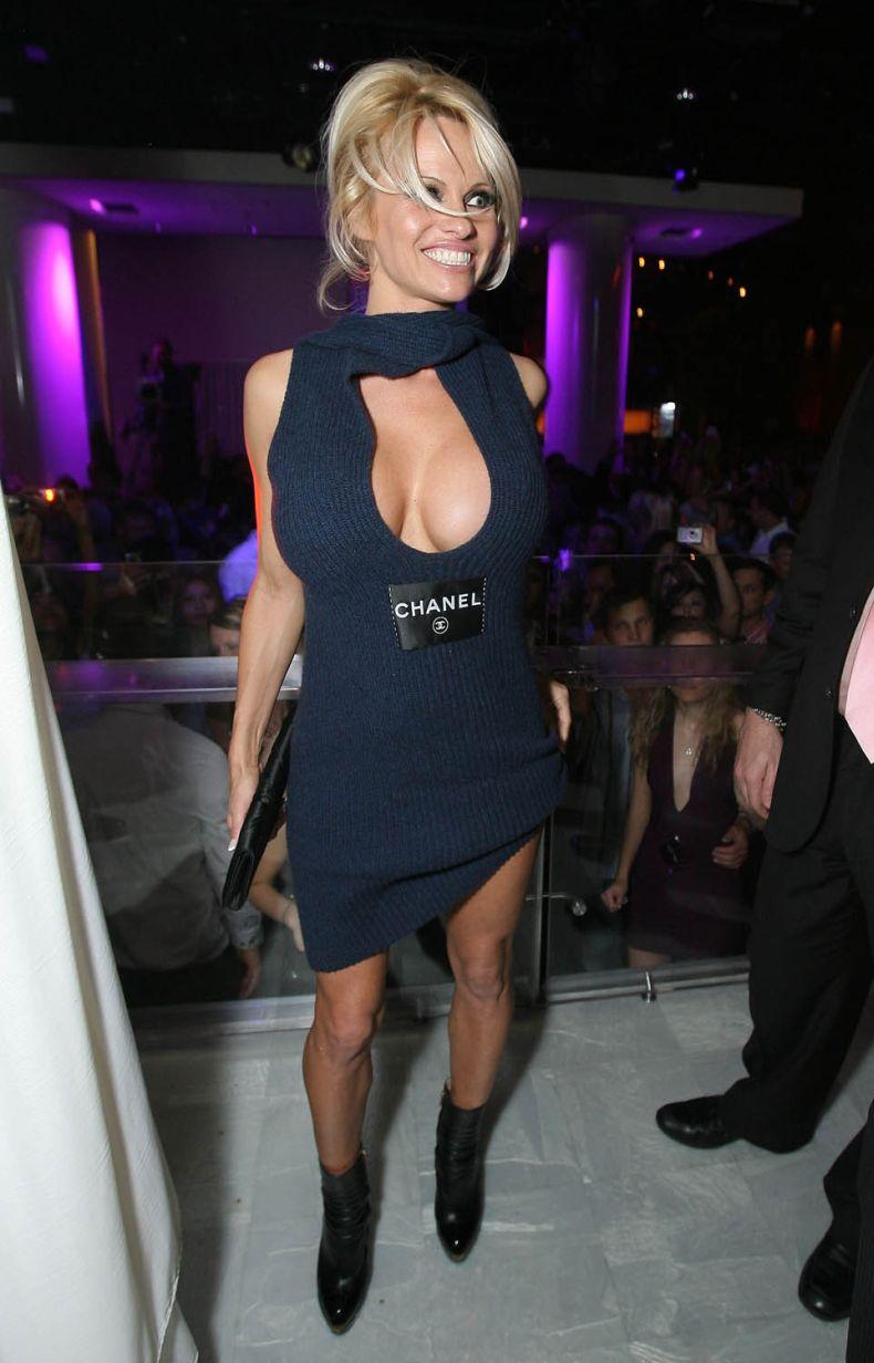 Памела Андерсон на праздновании Нового года (5 Фото)