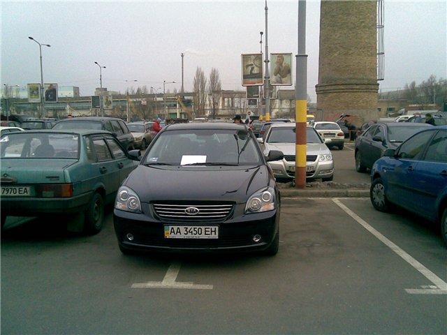 Борьба с криворукими водителями (4 фото)