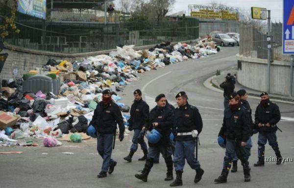 Неаполь хуже мусорного ведра (13 фото)
