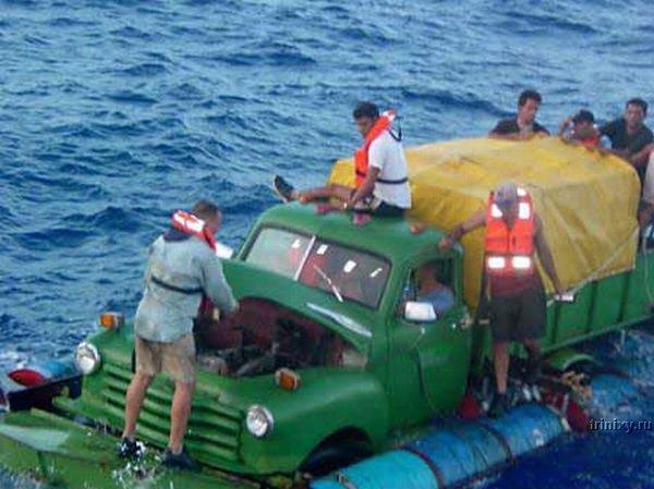 Плавающие машины кубинских нелегалов (8 фото)