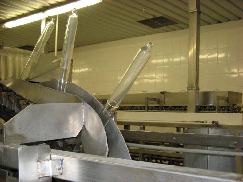 Фабрика по производству презервативов (13 фото)