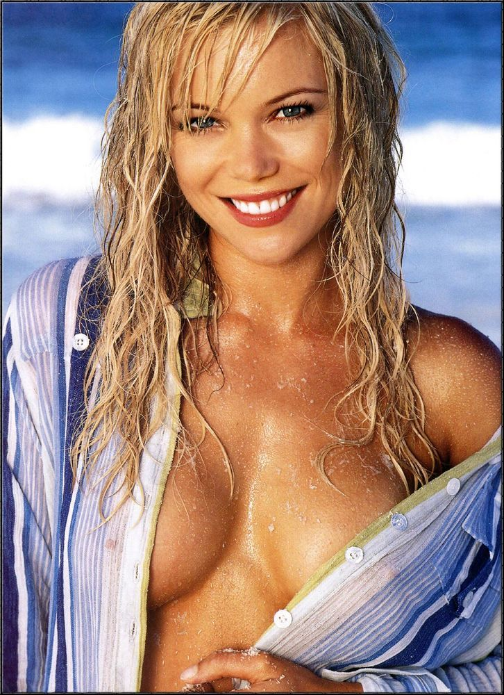 Holly Brisley (9 Фото)