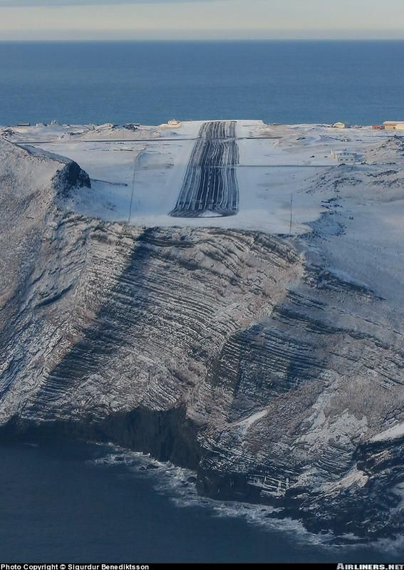 Самые удивительные аэропорты мира (26 фото)