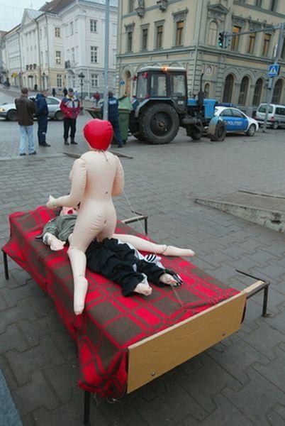 Кто-то прикололся в Тарту, Эстония (12 фото)