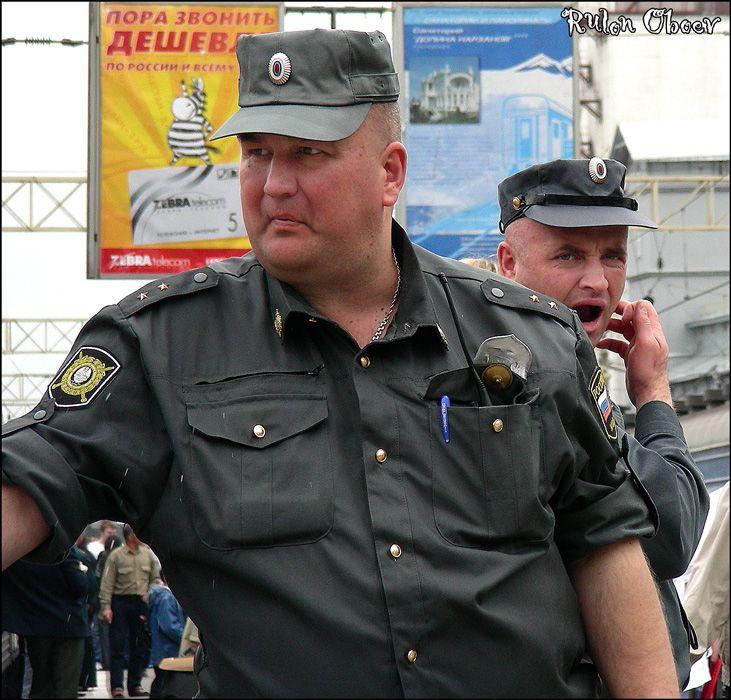 Полное собрание забавных фотографий нашей милиции от Рулона Обоев (81 фото)